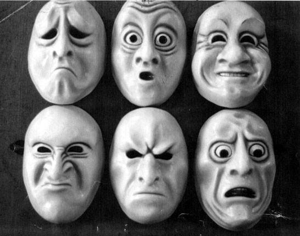 Uno, Nessuno e centomila: uno specchio della società? – ATBlogJob (Arturo  Tosi Blog Job)